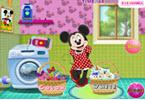 Minnie Mouse Washing Clothes